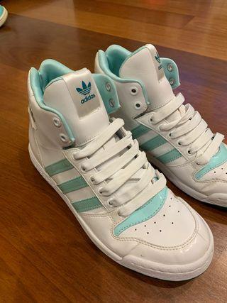 Deportivas Adidas blancas y azules