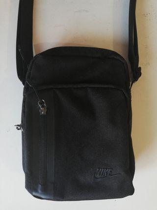 Bandolera Nike negra