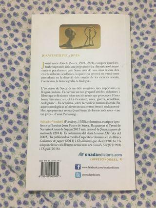"""Libro """"Joan Fuster per a joves"""" en valenciano"""