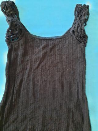 Camiseta con tirantes de crochet