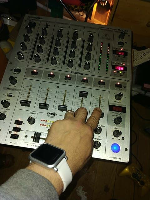 MESA DE MEZCLAS BEHRINGER DJ X 700