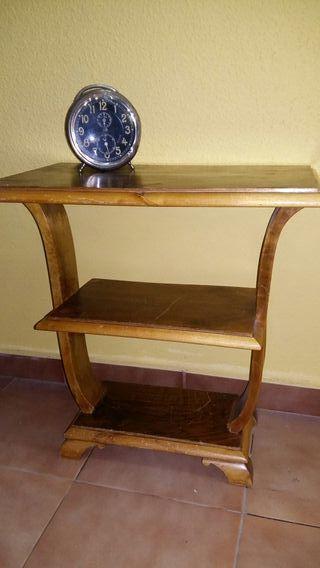 Mesa auxiliar Ardeco antigua