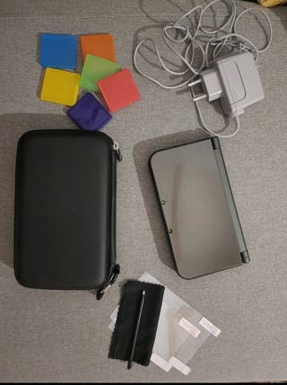 DS 3DSXL noire + jeux + accessoires