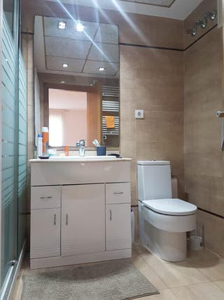 Lavabo con mueble de baño