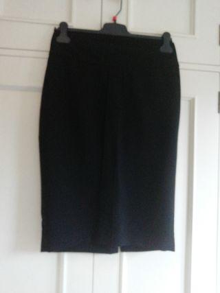 Falda recta negra talla 38 tablas gruesa