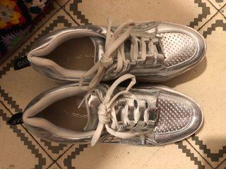 Sneakers / zapatillas estilo Buffalo plata