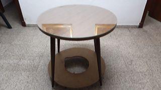 Una mesa camilla completa