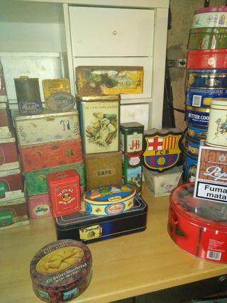 Botes,cajas antiguas,cerámica,cerraduras balcón.