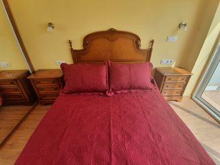 Dormitorio madera, cabecero, 2 mesitas, sinfonier