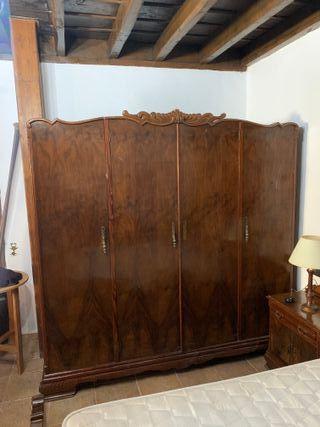 Armario antiguo de madera