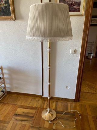 Lámpara de píe antigua