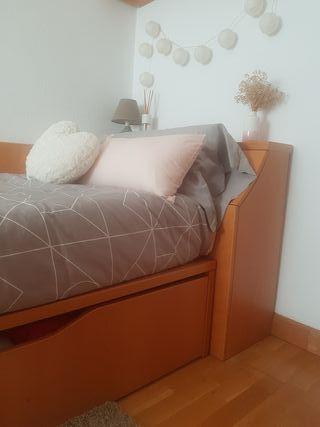 Conjunto de cama con cajon, mesita y armario.