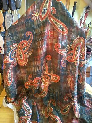 Retal de tela de seda adamascada con flores cuadro