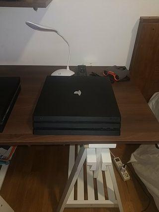 Dos PS4 un mando y un videojuego