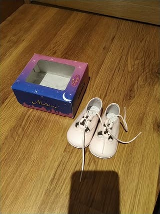 zapatos bebé talla 18. Piel rosa.