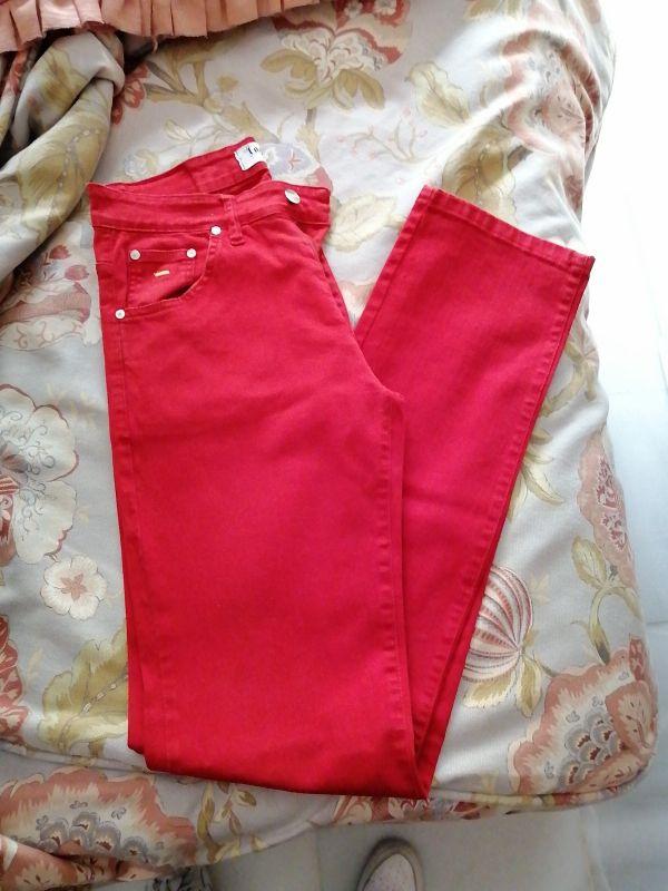 pantalon vaquero rojo