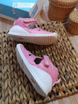 BIOMECANICAS talla 23 para niña zapatos sandalias