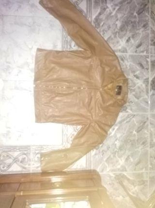 chaqueta marrón