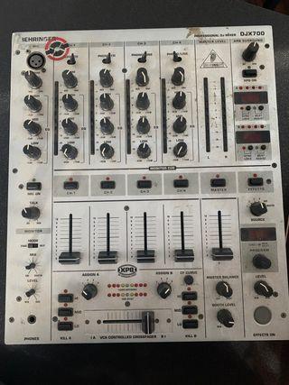 Mesa de mezclas behringer djx700