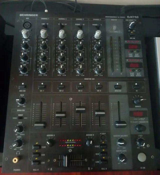 behringer DJX 750 mixer