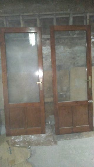 dos puertas con cristal