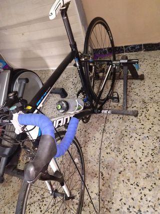 bicicleta giant defy 5 y rodillo