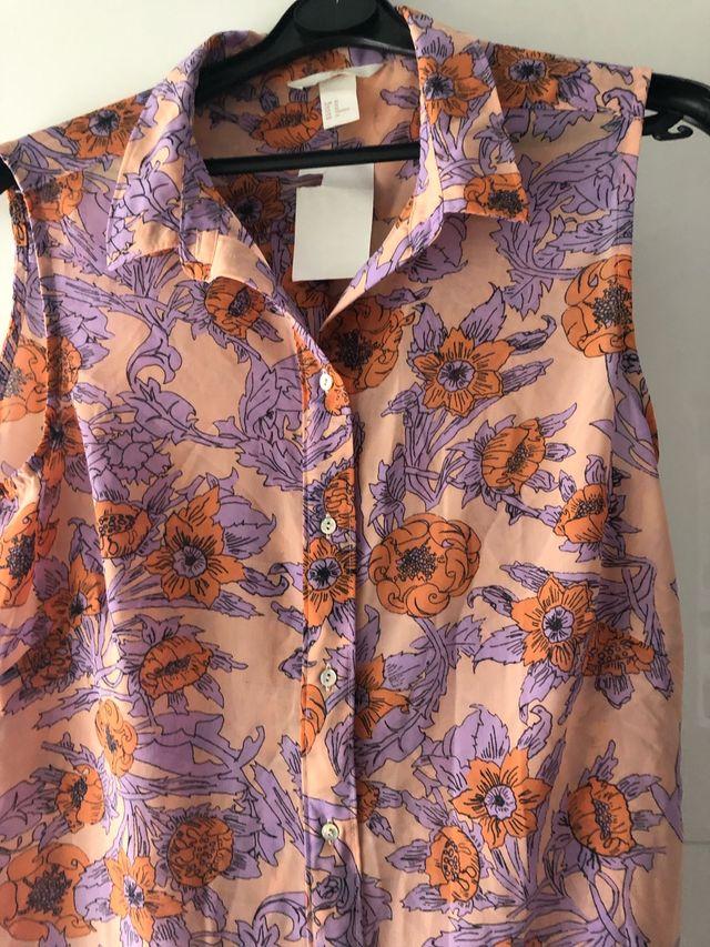 Camiseta de tirantes con flores
