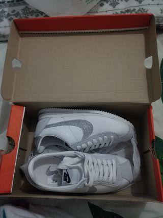 Se vende Nike Cortez talla 35