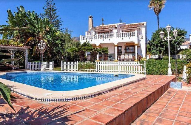 Villa en venta en Arroyo de la Miel en Benalmádena (Benalmádena, Málaga)