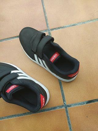 bambas Adidas de niño talla 32