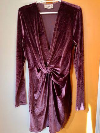Vestido de terciopelo morado