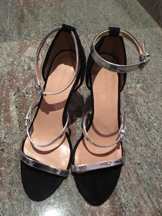Sandalias de tacón con tiras de segunda mano en la provincia
