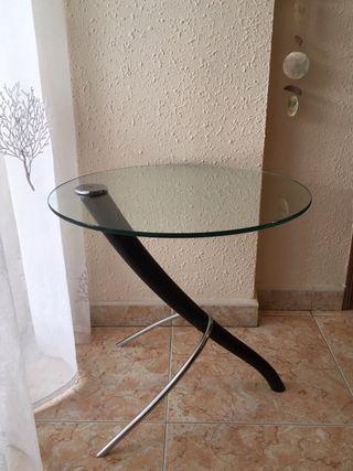 Mesa auxiliar de diseño en cristal y metal