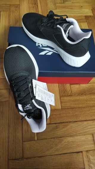 Zapatillas Reebok num 38,5 nuevas