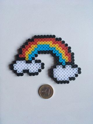 Arcoíris hecho con hama beads