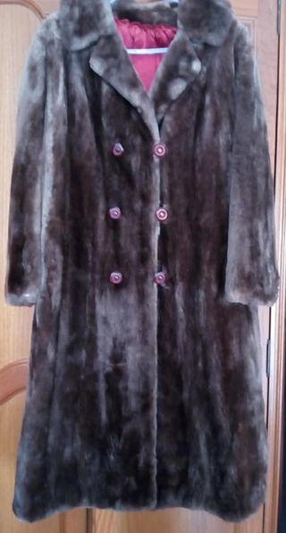 Abrigo largo de nutria argentina.