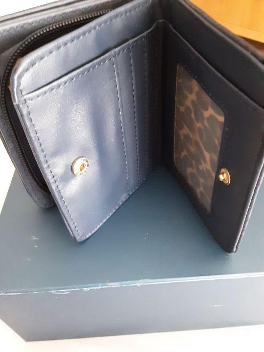 Monedero porta monedas con tarjetero doble.