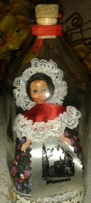 Muñeca en botella de cristal