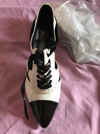 Zapato de disfraz nuevo
