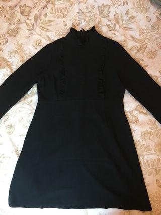 Vestido negro volantes pecho Zara M