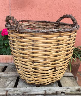 Antigua cesta de mimbre grande #yomequedoencasa