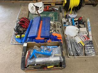 Lote de objetos y herramientas de construccion