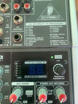 Mesa de mezclas Behringer Xenyx X1204 USB