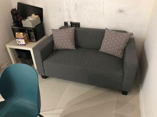 Sofa 2 plazas de tela gris