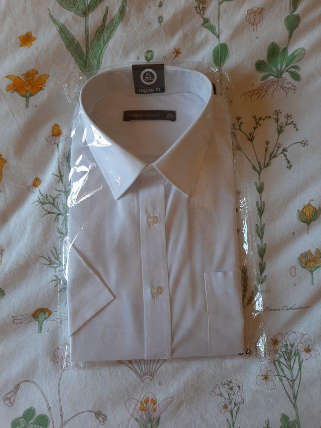 Camisa de hombre blanca.