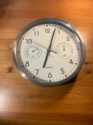 Reloj, termómetro e higrômetro