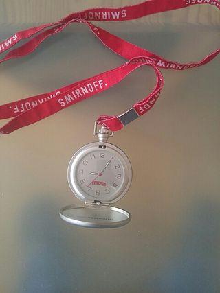 Reloj de mano. Smirnoff.