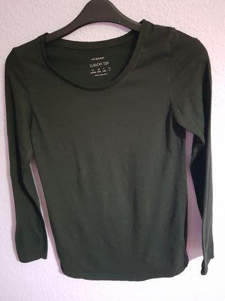 Camiseta Negra Slouchy Top.