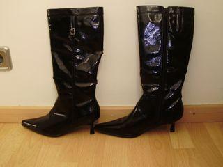 botas de piel puntiagudas