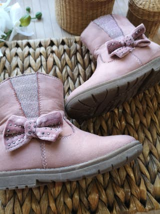 botas talla 24 en piel para niña